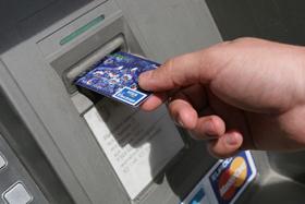 С банковских карточек белорусов исчезают деньги